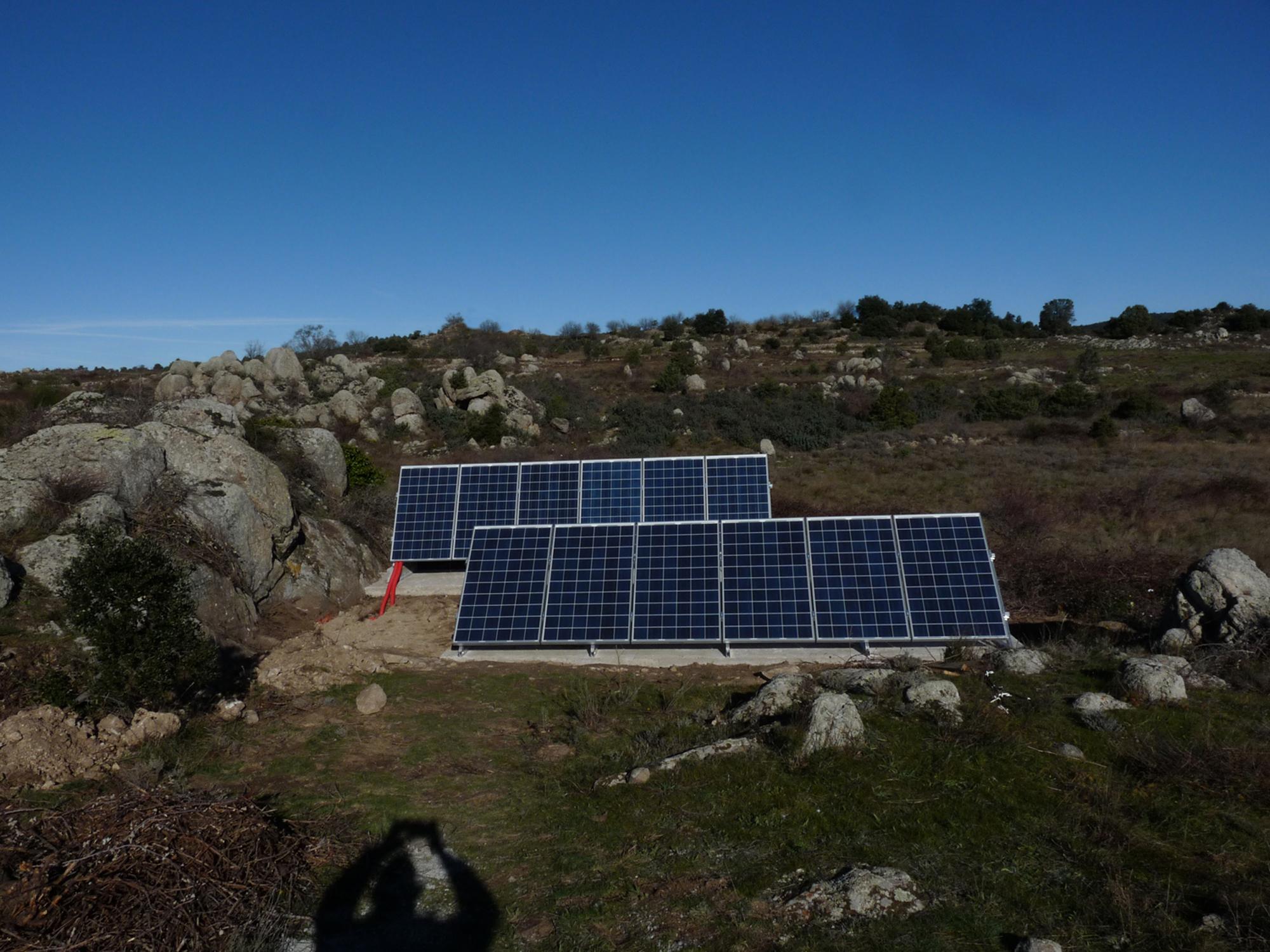 Électrification d'une bergerie dans les Pyrénées